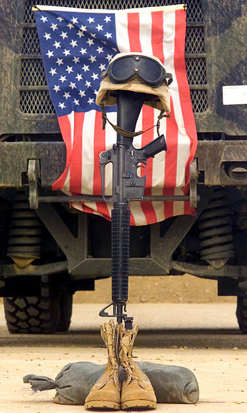360px-US_Navy_030427-M-4066S-013_An_M16-A2_service_rifle,_a_pair_of_boots_and_a_helmet_stand_in_tribute_to_a_fallen_Marine_Corps_Sergeant